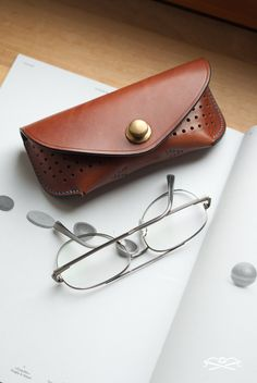 Etui pour lunettes de vue ou de soleil - cuir tanné végétal - www.subdivise.com