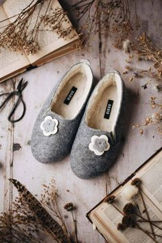 grey wool felt slippers with sheepskin lining handmade with navy blue daisy flower decoration #slippers #handmade #felt #felted #flower #sheepskin Winter Slippers, Red Slippers, Handmade Felt, Handmade Bags, Felted Slippers Pattern, Beauty Products Gifts, Sheepskin Slippers, Shoe Last, Etsy Uk