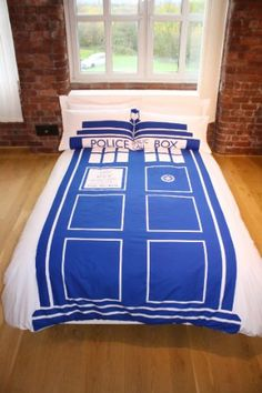Transport yourself to a world of sleep while rocking some appreciation for the cult phenomemen, Dr Who with this awesome duvet set! This duvet/pillow set is an exact replica of the Tardis just what the Doctor ordered, a real must have for Dr Who fans! Double Duvet Set, Double Duvet Covers, Single Duvet Cover, Bed Duvet Covers, Duvet Cover Sets, Doctor Who Tardis, Dr Who, Doctor Who Bedroom, King Size Duvet