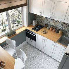 44 Best Small Kitchen Design Ideas for Your Tiny Space kitchen ideas ideas dark cabinets ideas dream ideas white ideas apartment kitchen ideas Kitchen Room Design, Home Decor Kitchen, Kitchen Layout, Interior Design Kitchen, New Kitchen, Kitchen Designs, Kitchen Hacks, Kitchen Furniture, Kitchen Decorations