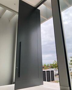 4 Magnificent Good ideas For Modern Entrance Door, Modern Front Door, House Entrance, Entrance Doors, Big Doors, Pivot Doors, Windows And Doors, Main Door Design, Front Door Design