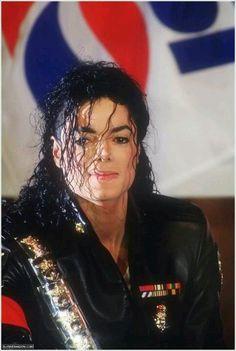 Michael Jackson Attending the Pepsi and Heal The World Press Conference in NYC 1992 ~ MJLyrics Jackson Life, Jackson Music, Jackson 5, Sarah Brightman, Joseph, Jackson Instagram, Mj Dangerous, Star Wars, World Press