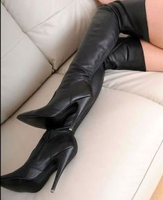 Boot fetish high in lady outlook thigh