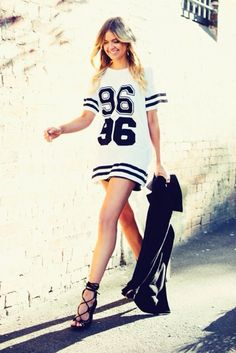 29 best jersey dress outfit images in 2015 Sporty Chic, Sporty Style, Sport Fashion, Womens Fashion, Female Fashion, Posh Clothing, Dress Outfits, Fashion Dresses, Casual Dresses