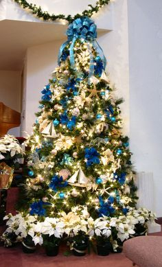Christmas Tree Theme Ideas 2009 | 16 Christmas Tree Ideas {Christmas tree theme} - C.R.A.F.T.