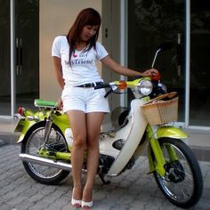 https://flic.kr/p/qtJ6Tz | Honda Super Cub 50cc, a bike for girls who love their boyfriends | Honda Super Cub vietnamgirlmotorbike.com/honda/451/