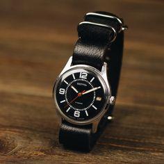 Black watch, wedding vintage, watches for men, watch man, un Vintage Military Watches, Vintage Watches For Men, Vintage Men, Wedding Vintage, Unique Watches, Retro Watches, Jewelry Cabinet, Nato Strap, Mechanical Watch