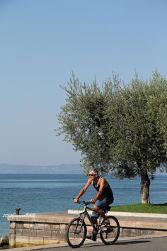 Lekker fietsen op de lange verbinding tussen Lazise,Bardolino en Garda