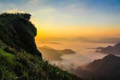 Landscape Photography Of Cliff With Sea Of Clouds During Golden Hour Picture. Landscape Photography of Cliff With Sea of Clouds during Golden Hour. Image Database, Painted Boxes, Golden Hour, Cliff, Free Images, Landscape Photography, Clouds, River, Stock Photos