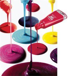 Época Cosméticos- Passou, Secou! Insta-Dri Fast Dry Nail Color é uma das muitas opções da cartela de produtos Sally Hansen que facillitam nossas vidas, cuidando e embelezando nossas unhas com o que há de mais moderno e prático, para todo tipo de manicure.