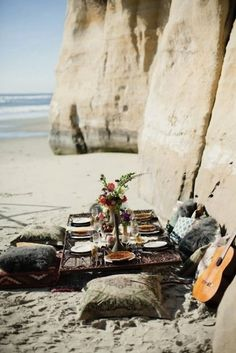 Why are picnics so romantic and always look amazing?!  via theberry.com