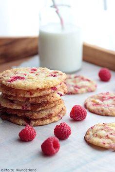 Himbeer-Cookies mit weißer Schokolade