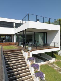 Eine Fusion von Schwarz und Weiß: Ultra-modernes, geräumiges, offenes Haus