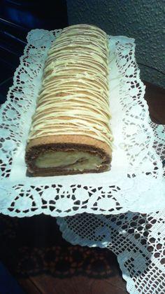 Brazo de gitano con crema i chocolate blanco Chocolate Blanco, Tiramisu, Ethnic Recipes, Desserts, Food, Arms, Cream, Tailgate Desserts, Dessert