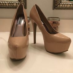 Beige Platform Pump Steve Madden Dalya faux patent platform pump.   6 inch heel two inch platform.   Very good used condition - few minor blemishes.  Most noticeable is a small scuff on the left heel.   See last picture. Steve Madden Shoes Heels