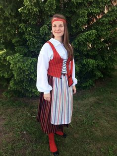 Anjalan kansallispuku. Folk Costume, Costumes, World Thinking Day, Traditional Clothes, Folklore, Europe, Clothing, Crafts, Beauty