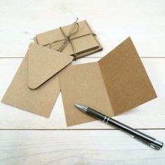 Tarjetones con sobre, papel Kraft, 10.5 x 7.5 cm