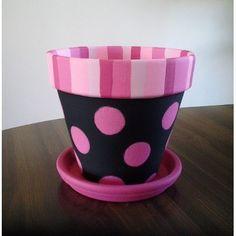 Pink Polka Dots su Black Painted Clay Pot con EmmaJosAttic Source by Flower Pot Art, Flower Pot Design, Flower Pot Crafts, Clay Pot Projects, Clay Pot Crafts, Diy Crafts, Painted Clay Pots, Painted Flower Pots, Hand Painted