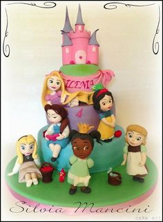 This cake has been a surprise for the little girl. She hadn't any favorite subject so ìthe mother told me to made what I wanted !