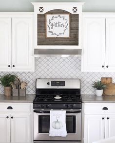 Luxurious White Kitchen Backsplash Design For Awesome Kitchen Style — Fres Hoom Classic Kitchen, Farmhouse Style Kitchen, Modern Farmhouse Kitchens, Kitchen Redo, Rustic Kitchen, New Kitchen, Home Kitchens, Awesome Kitchen, Country Kitchens