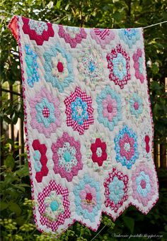 Quilting through time : Grandmother's Flower Garden - Red Brolly