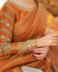 Sari Blouse Designs, Saree Blouse Patterns, Bridal Blouse Designs, Stylish Dress Designs, Designs For Dresses, Stylish Dresses, Designer Party Wear Dresses, Kurti Designs Party Wear, Indian Fashion Dresses