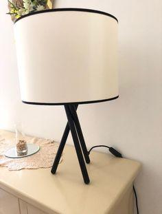 Semplicità e linee pulite per il lumetto serie Tetrix. Presto in vendita nel nostro sito. Presto, Tripod Lamp, Lighting, Home Decor, Decoration Home, Room Decor, Lights, Home Interior Design, Lightning