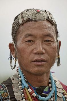 Arunachal Pradesh : Sajolang (Miji) (by foto_morgana) by june Beautiful World, Beautiful People, Costume Ethnique, Arunachal Pradesh, Beauty Around The World, Portraits, Many Faces, Interesting Faces, Tribal Jewelry