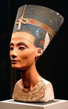 le sopracciglia di Nefertiti
