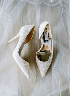 Lace Badgley Mischka pumps: http://www.stylemepretty.com/wisconsin-weddings/stevens-point/2016/02/22/organic-winter-wedding-inspiration/ | Photography: Natashia Nicole - http://natashianicolephotography.com/