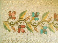 Hesap İşi Nakışı Nasıl Yapılır 2016 | Kadınların elişi ve hobi sitesi Embroidery Applique, Embroidery Stitches, Palestinian Embroidery, Bargello, Needlework, Knitting Patterns, Vintage World Maps, Cross Stitch, Textiles