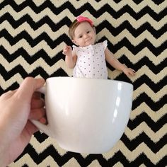 'Baby Mugging': Adorable New Meme Of Babies In Cups Photo Bb, Jolie Photo, Newborn Photography Poses, Children Photography, Photography Ideas, Newborn Pictures, Baby Pictures, Book Bebe, Monthly Baby Photos