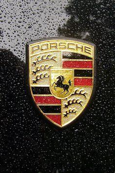 Porsche (Alemanha): Fundada em 1931 por Ferdinand Porsche e o seu filho Ferry Porsche, a marca alemã de carros esportivos é uma das principais e mais famosas do mundo.