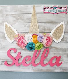 This Large Shabby chic unicorn wood sign is a beautiful piece to add to your baby girls bedroom o Unicorn Bedroom Decor, Unicorn Rooms, Unicorn Decor, Shabby Chic Office, Shabby Chic Bedrooms, Unicorn Birthday Parties, Unicorn Party, Shabby Chic Unicorn, Color Names Baby