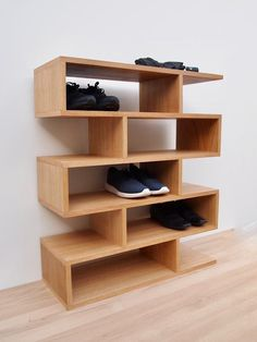 Wooden Shoe Rack Designs, Wooden Shoe Racks, Shoe Rack Oak, Diy Shoe Rack, Best Shoe Rack, Boutique Interior, Shoe Shelves, Shoe Storage, Diy Regal