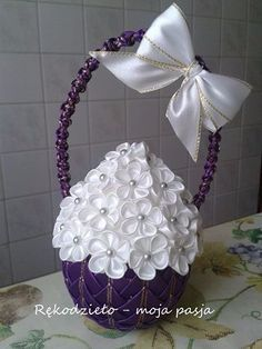 32 (350x466, 115Kb) Egg Crafts, Easter Crafts, Arts And Crafts, Quilted Ornaments, Fabric Ornaments, Ribon Flowers, Coconut Decoration, Styrofoam Crafts, Bow Hanger