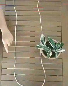 Wonderful Absolutely Free Macrame Plant Hanger videos Strategies www. Diy Crafts Hacks, Diy Home Crafts, Garden Crafts, Diys, House Plants Decor, Plant Decor, Decoration Plante, Hanging Planters, Hanging Plant Diy