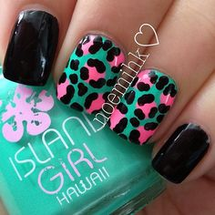 This leopard w/pink nails