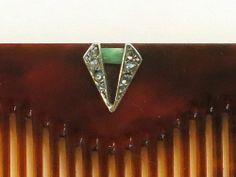 """Art Déco - Peigne en écaille de tortue et son étui avec motif jade et diamants taillés """"rose"""" (détail)"""