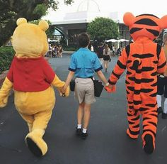 Pinterest: Melanie Escobedo Disneyland Photography, Disneyland Photos, Vintage Disneyland, Disneyland California, Disneyland Trip, Disney Vacations, Disney Trips, Walt Disney World Orlando, Disney Parks
