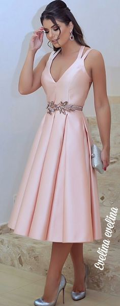 Like this for Bridesmaid Dress -but in sage and with golden leaves belt Elegant Dresses, Pretty Dresses, Beautiful Dresses, Bridesmaid Dresses, Prom Dresses, Formal Dresses, Occasion Dresses, Dress Patterns, Dress To Impress