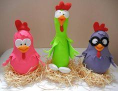 galinhas de feltro feitas a mão, em ninho de palha, com  20cm de altura as pequenas e 28cm a galinha em pé  podem ser vendidas separadamente ( R$ 25,00 cada uma ) R$ 75,00