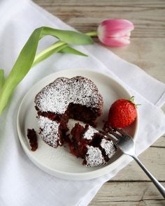 Tortino al cioccolato ripieno di fragole  http://ift.tt/1Q2BmoM #tortino #cioccolato #fragole #dessert #chocolate #vsco #foodstyle #food #cooking #foodstagram #follow #followme #instagood #instalike #instadaily #recipe #italianrecipe #italianfood #ricettedellanonna #love #happy #italy #passione #fotooftheday #foodblogger #chef #beautiful #foodgasm #foodporn #vscofood