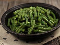400 gr fasole verde, 2 catei de usturoi, 1 lingura... Romanian Food, Love Food, Green Beans, Cooking Recipes, Vegetarian, Vegetables, Easy, Buffet, Album