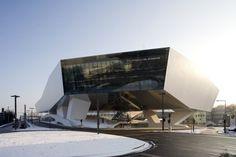 Vienna architects Delugan Meissl have completed work on the new Porsche Museum in Stuttgart-Zuffenhausen, Germany. Deconstructivism, New Porsche, Architecture Art Design, Amazing Buildings, Villa Design, Facade, Entrance, Germany, Pictures