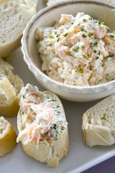 Salmon spread with cream cheese / * 200 grams of cream cheese * about 100 - 150 grams of smoked salmon * teaspoon of mustard * teaspoon of honey * chives * pepper and salt salad salad salad recipes grillen rezepte zum grillen Dutch Recipes, Fish Recipes, Snack Recipes, Cooking Recipes, Beef Recipes, Salad Recipes, Dinner Recipes, Healthy Brunch, Healthy Breakfast Recipes