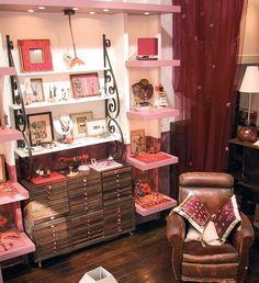 Cosi, un brin nostalgique, un peu mercerie d'antan, grenier chaleureux au coeur de paris...  www.bijoux-zor-paris.fr