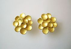 Fragment Button earings 18ct gold