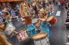 https://flic.kr/p/LcnVmv | 74ème Festival Folklorique International Danses et Musiques du Monde | N'hésitez pas à consulter notre site internet www.tourisme-amelie.com  Dès le début du 20° siècle et notamment lors des fêtes du Carnaval, un groupe de jeunes gens et de jeunes filles exécutait dans les rues de la ville des danses folkloriques catalanes.  Jean TRESCASES, fondateur des Danseurs catalans d'Amélie les bains en 1935, créa en 1936 un festival folklorique des provinces françaises.  Et…