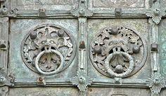 Particolare delle porte bronzee della cattedrale dell'Assunta a Troia, Puglia, opera di Oderiso di Benevento e Bernardo (1119)